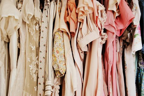 10 Places To Find One Of A Kind Vintage Items Online Interview Dress Vintage Outfits Fashion