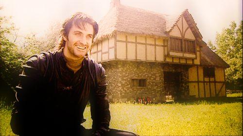 Richard Armitage as Guy of Gisborne, behind the scenes (via tumblr)