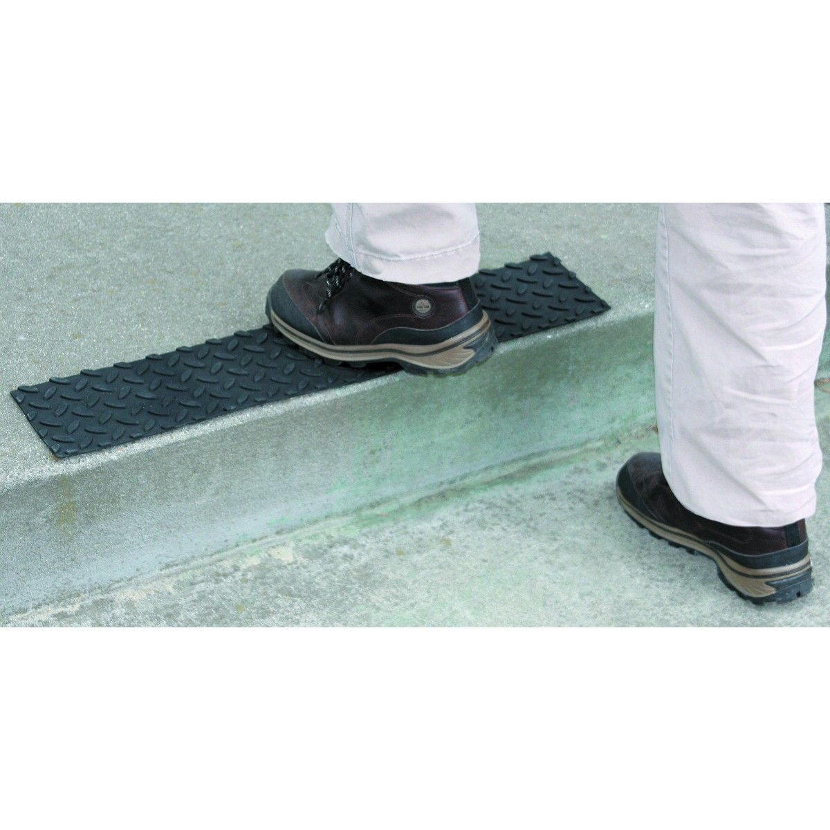 Best 17 In X 4 In Self Adhesive Rubber Safety Mat With Tread 400 x 300