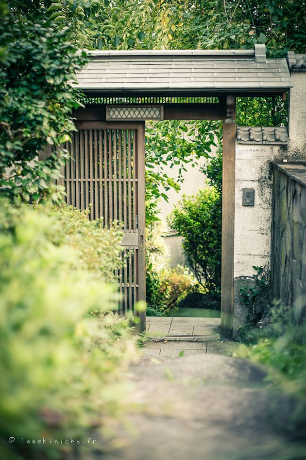 Japanese house entrance tokyo j a p a n for Traditionelles thai haus