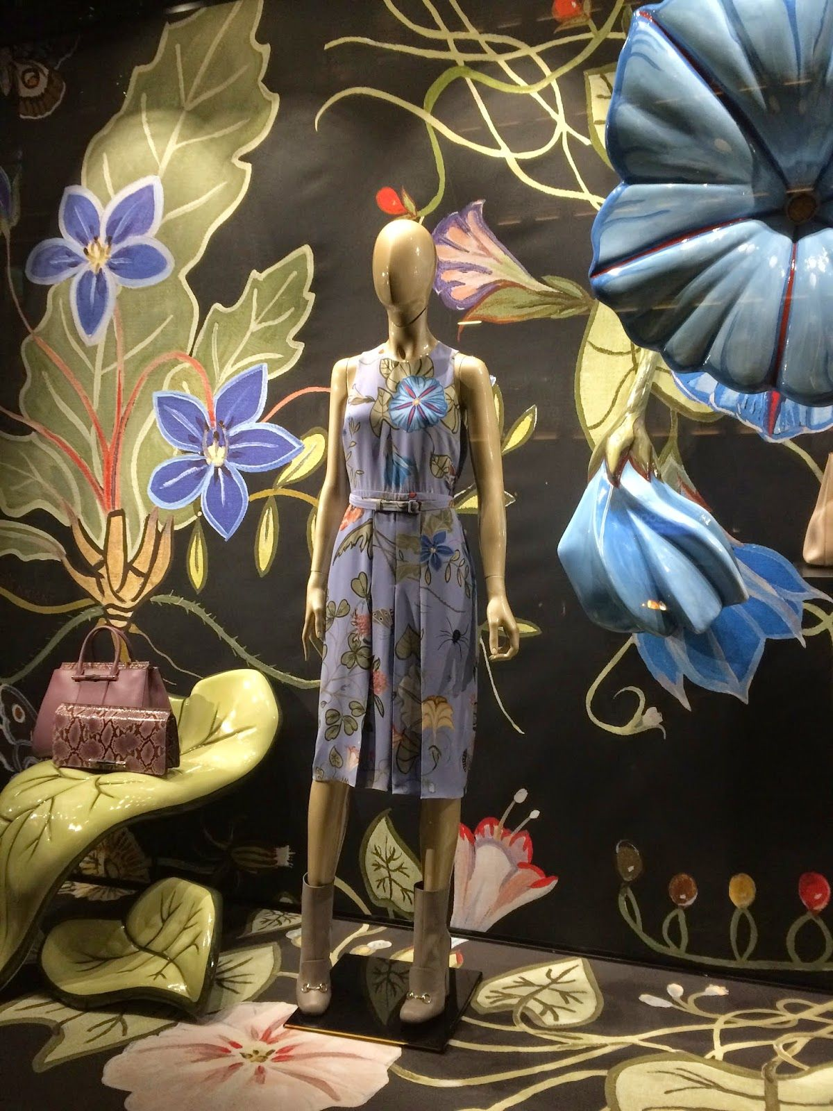 """(A través de CASA REINAL) GUCCI, New York, """"Going Floral this Spring"""", pinned by Ton van der Veer"""