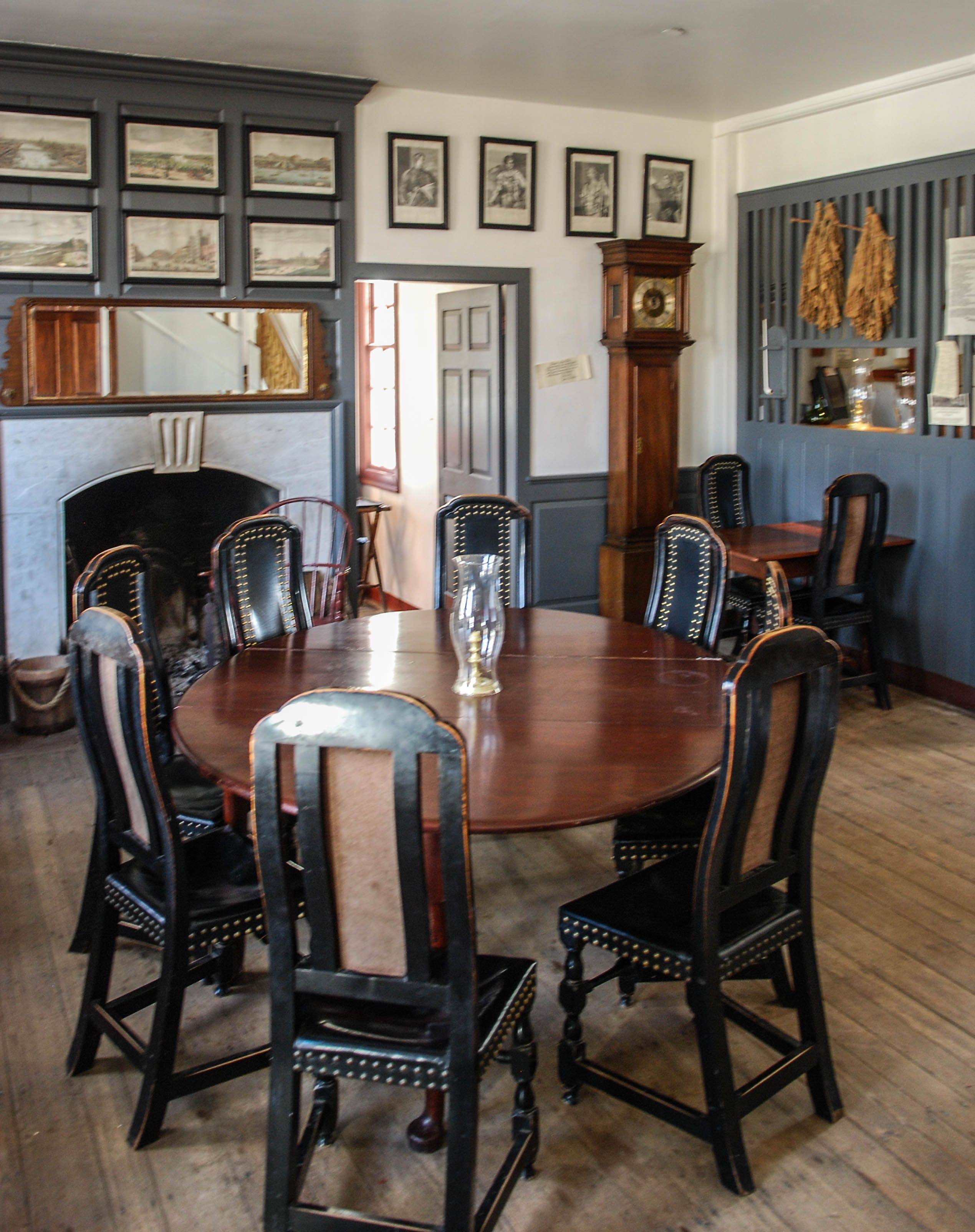 Colonial Williamsburg Virginia Photo By Mike Keenan Read Articles At Www Whattravelwiterssay Com Colonial House Interior