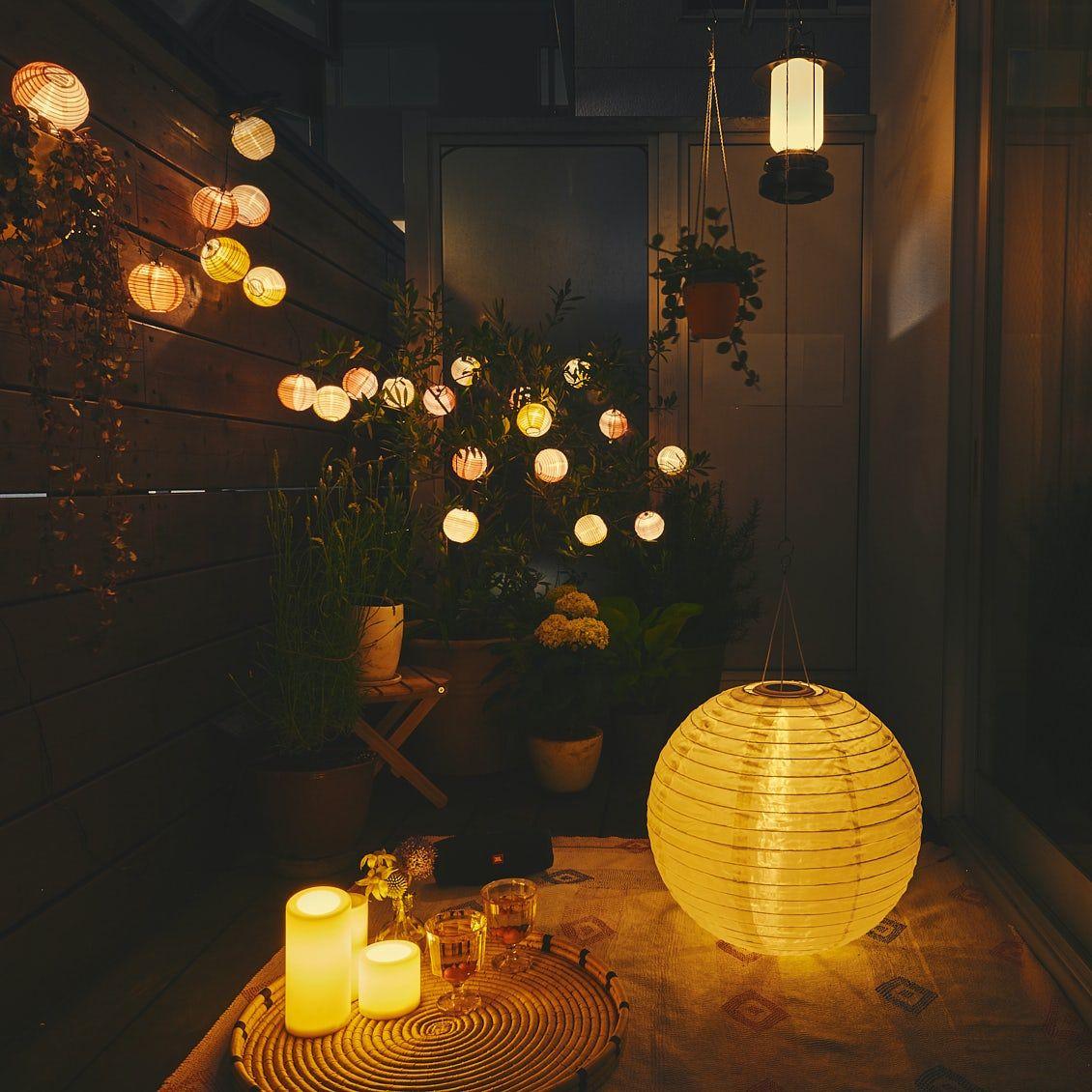 部屋のようにベランダで 第3話 3つの照明で幻想的な夜を Ikeaで揃えるベランダ夜景のたのしみ方 北欧 暮らしの道具店 収納 アイデア インテリア リビングダイニング 北欧
