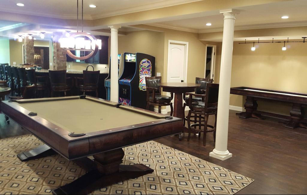 St Louisu0027 A. E. Schmidt U0027Topazu0027 Deluxe Custom Pool Table In Game Room With