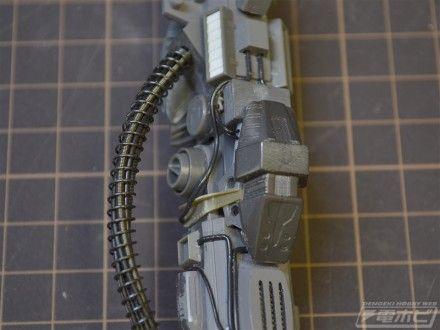 ▲脚部です。動力パイプはリード線やスプリングを使用した多重構造が再現されています。