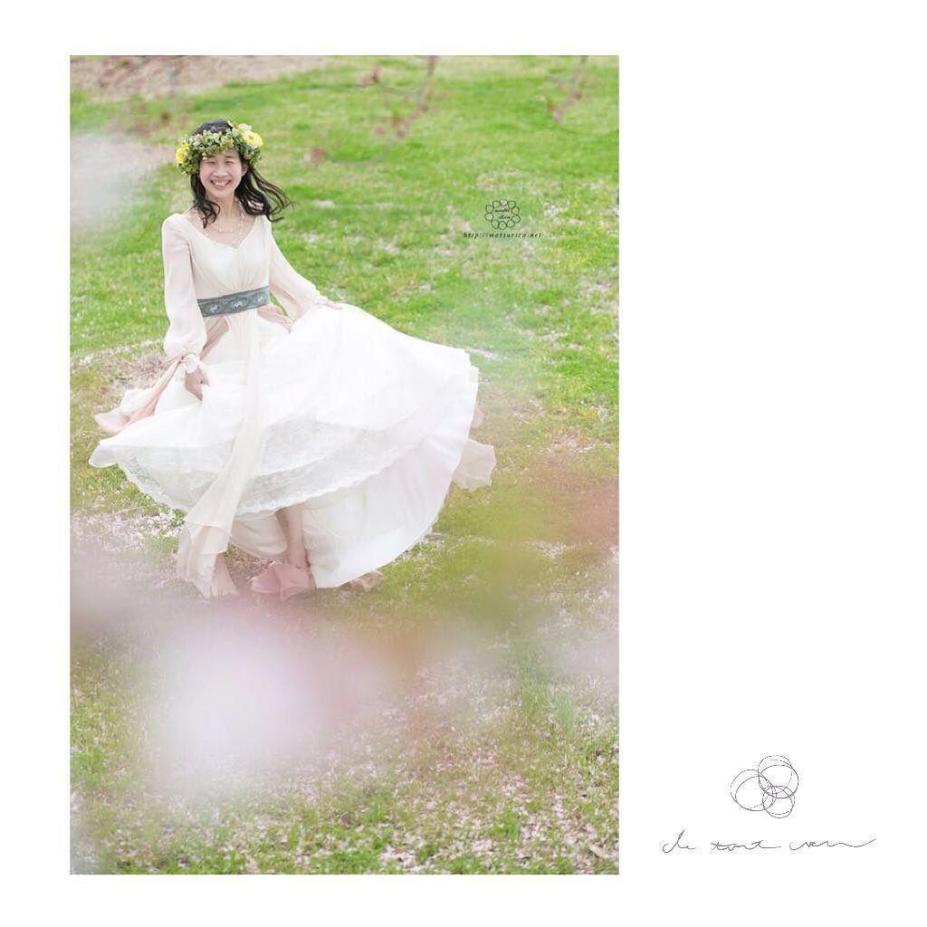 de tout coeurのウエディングフォト  桜の季節が近づいて参りました 春のウエディングフォトいかがですか #de_tout_coeur  Photo @photographer_yukie  Flower @bouton  Dress @chiharu_couturemaman  HAIRMAKE @miiiiieeee  #前撮り #後撮り #桜 #wedding #weddingdress #weddingphoto #weddingflower #ロケーションフォトウェディング #プレ花嫁 #ウエルカムボード by chiharu_couturemaman