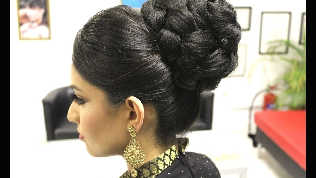 Indian Bridal Hairstyle Video Download Wavy Haircut In 2021 Indian Bridal Hairstyles Hair Videos Bridal Hair