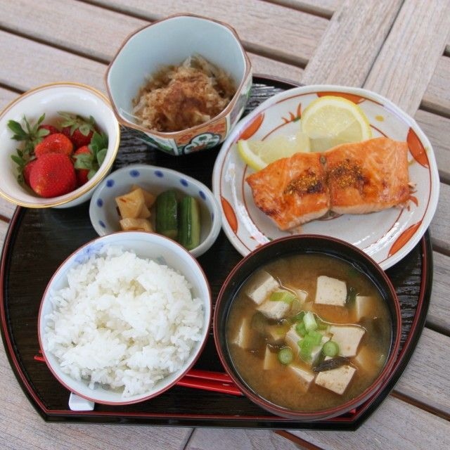 Traditional japanese breakfast with homemade teriyaki for Ancient japanese cuisine
