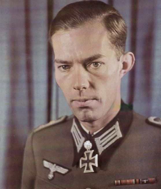 Generalleutnant (posthumously) Harald Siegwart Hans Lutze von Hirschfeld (10 July 1912 – 18 January 1945) died en route to the field hospital on 18 January 1945 from shrapnel injuries Knight's Cross on 15 November 1941 as Oberleutnant and chief of the 7./Gebirgsjäger-Regiment 98; 164th Oak Leaves on 23 December 1942 as Hauptmann and leader of the 11./Gebirgsjäger-Regiment 98