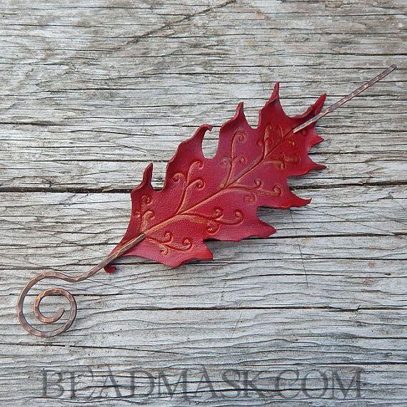 Scharlachrote Fae Herbst Eichenblatt Barrette - Leder Haarspange mit handgefertigten Kupfer-Stick
