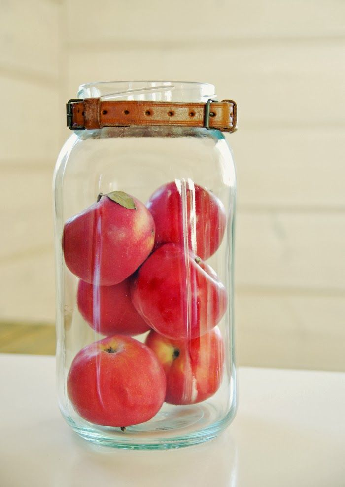 Tarja's Snowland blog, glass jar decorated with leather strap, apples