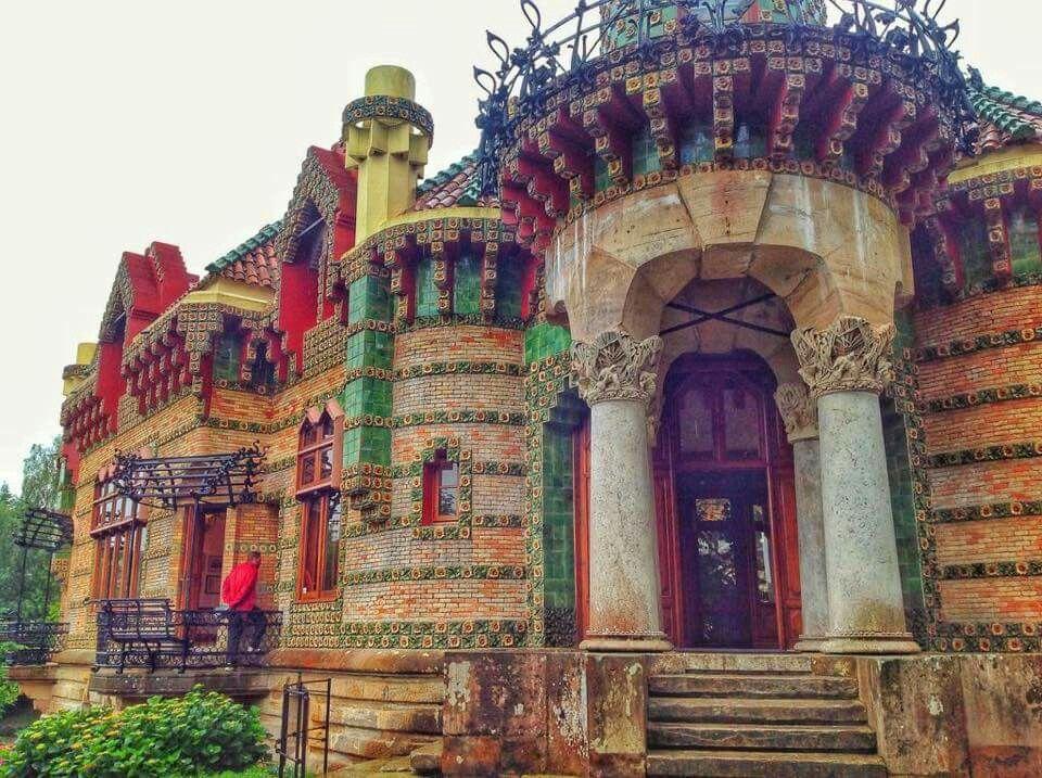 El capricho de Gaudí. Comillas. | Antonio gaudi, Gaudi ...
