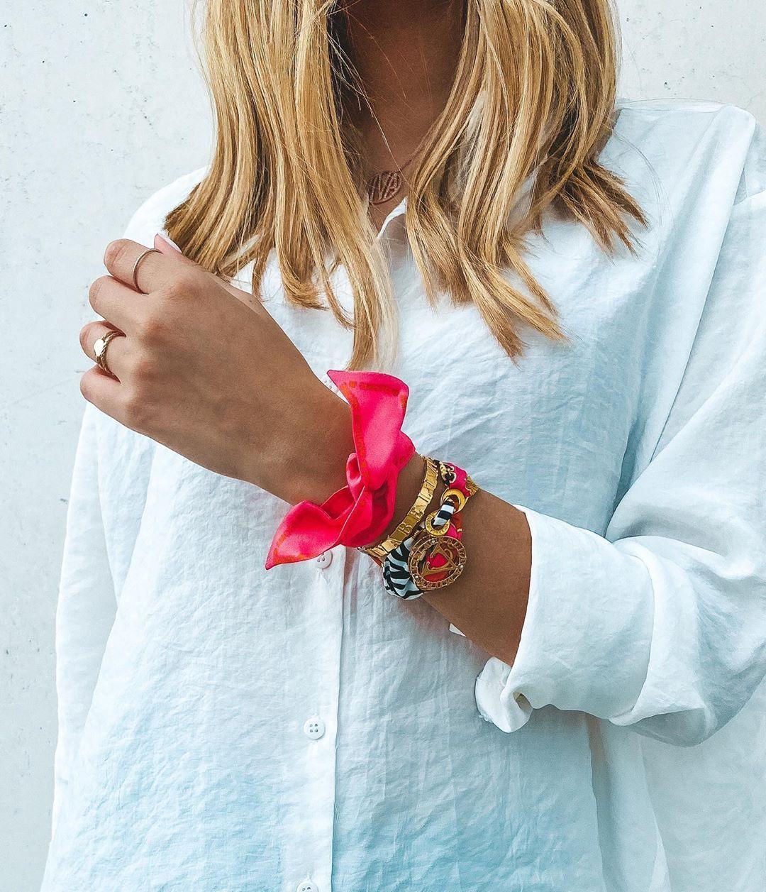 "VIVABELLAMORE on Instagram: ""💞EYE CATCHER 💞 #spring #colorful #bracelets #jewelry #schmuck #schmuckliebe #loveyourself #selbstliebe #achtsamkeit #passion #postoftheday…"""
