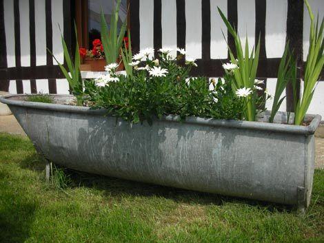 baignoire en zinc transform e en jardini re baignoire. Black Bedroom Furniture Sets. Home Design Ideas