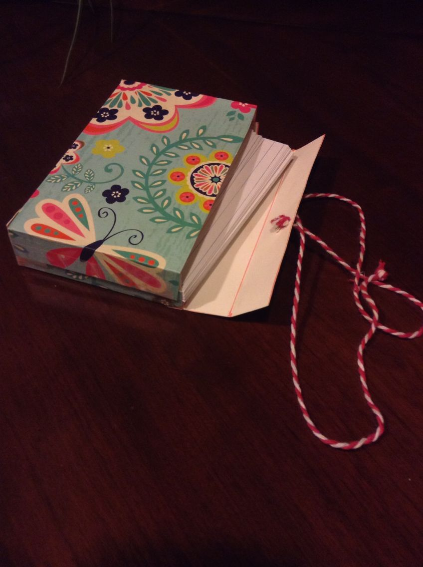 Diy Index Card Holder Made Out Of An Old Folder Card Holder Diy Diy Holder Diy Note Cards