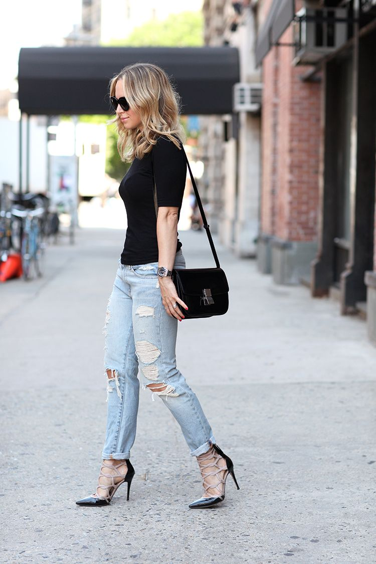 1f9cb581493c Super Cute Spring Outfit  Black T-shirt with matching shoes and bag and a  pair of ripped jeans. Via Helena GlazerTop  Topshop