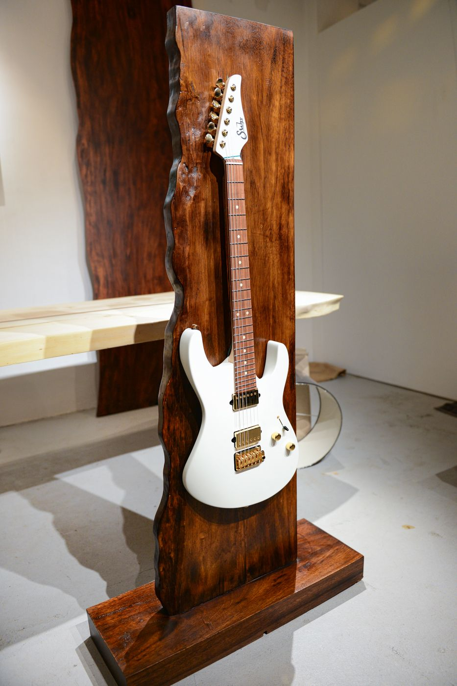 Doro Designs Live Edge Guitar Stand Wooden Guitar Stand