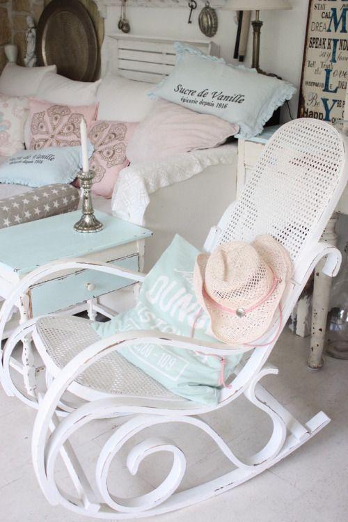 3a4a3737f Una mecedora para el relax | INTERIORES DECORACION | Mecedora ...