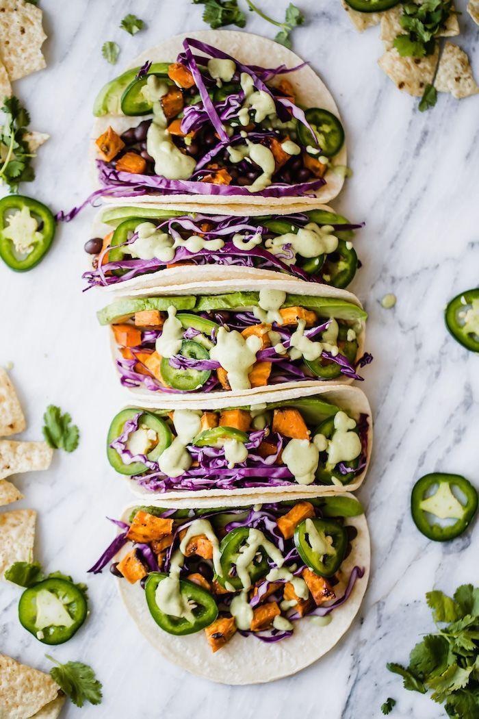Taco Dienstag -  15 Rezepte zum Probieren am Taco Dienstag | Das Everygirl  - #dienstag #eggrecipes #grillingrecipes #hamburgermeatrecipes #ramennoodlerecipes #sausagerecipes #Taco #tacorecipes #thairecipes #whole30recipes #tacotuesdayrecipes