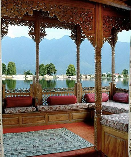 10 Floating Hotel Rooms You Need To Rent Stat Floating Hotel Houseboat Vacation Hotels Room