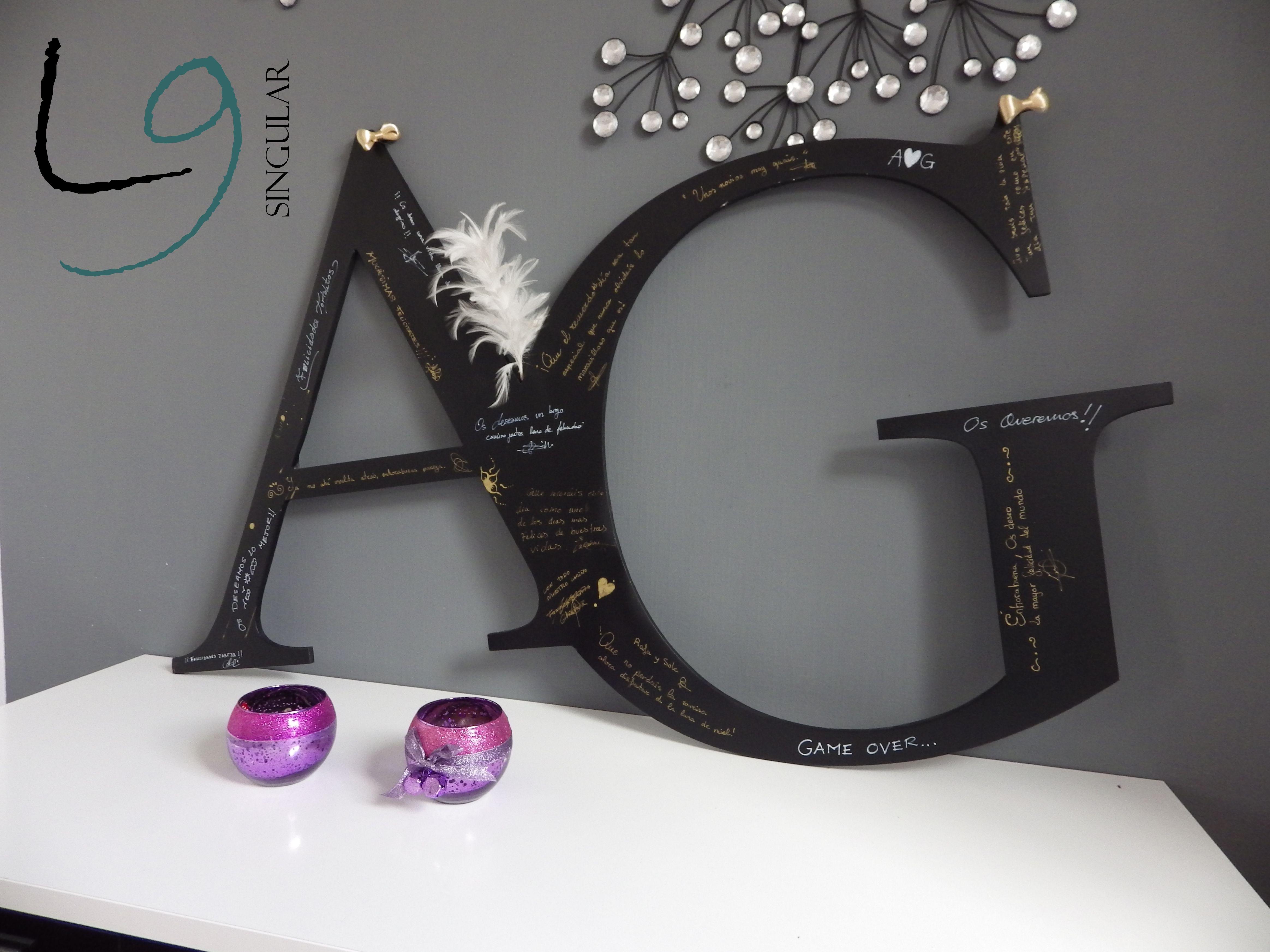 En el dia de tu boda, tus invitados podrán plasmar sus felicitaciones en estas originales iniciales entrelazadas lacadas en negro.  info@l9singular.com