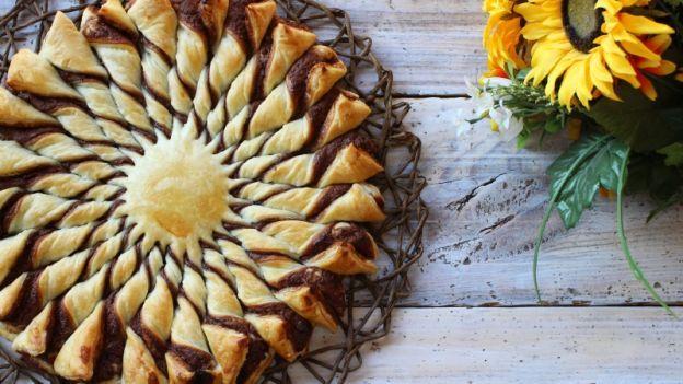 La ricetta del girasole alla Nutella, un dolce semplice da preparare e superscenografico: è perfetto per un picnic in mezzo alla natura!