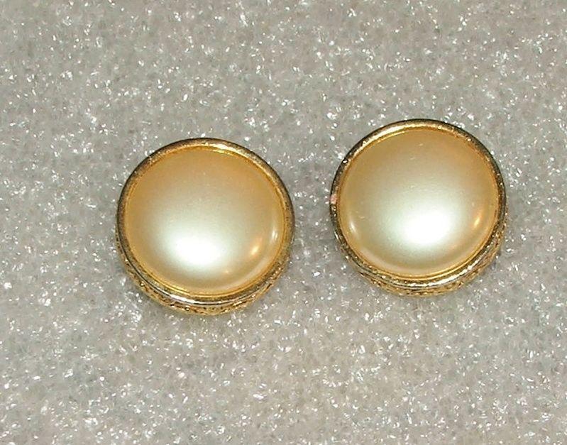 Women's Vintage Round Liz Claiborne Goldtone Faux Pearl Clip On Earrings #LizClaiborne