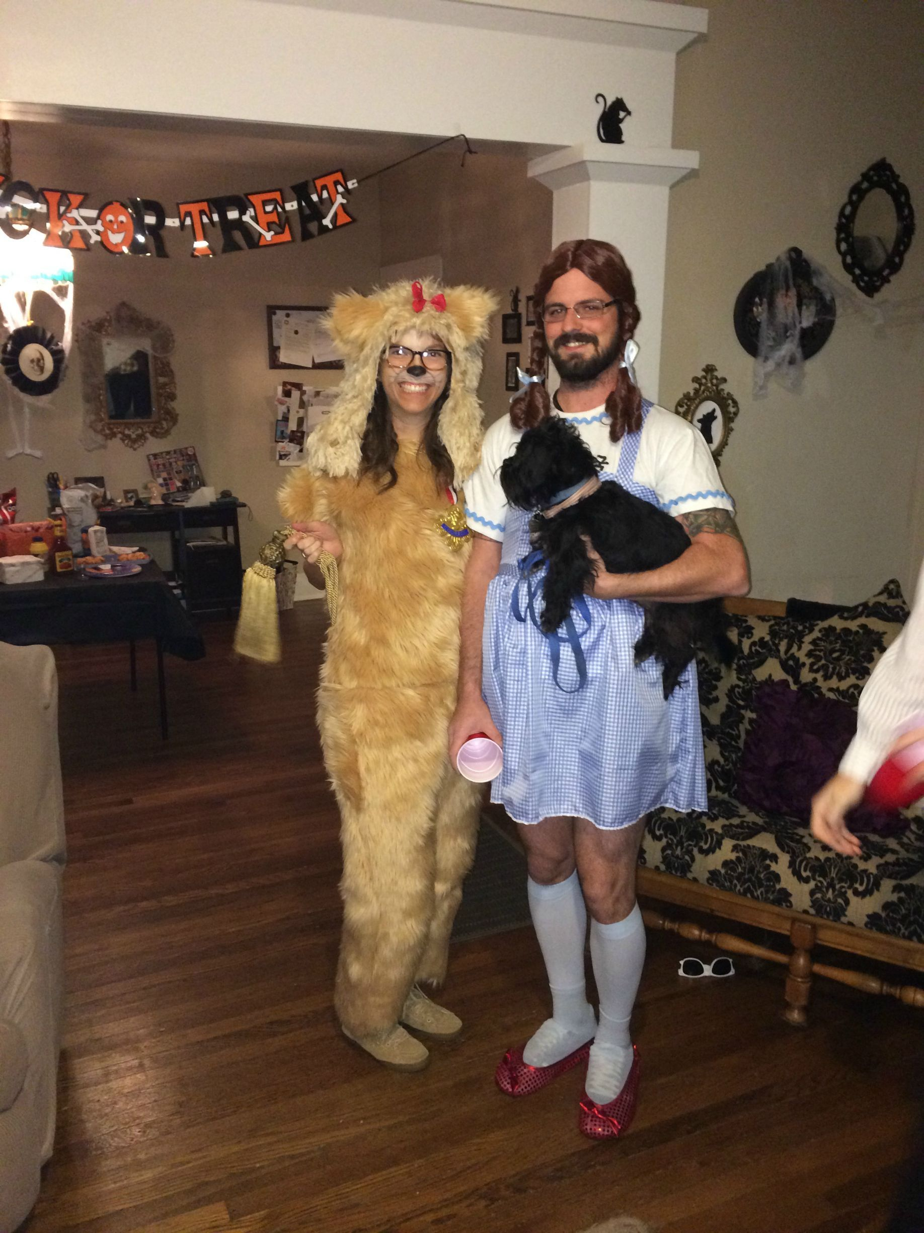 19 Couples Costume Ideas for You and Your Pet Themed