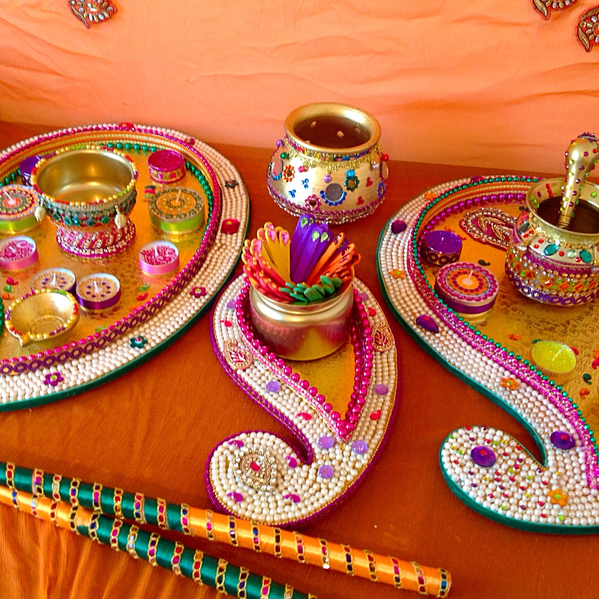 I Mehndi Decoration Plates : Beautiful large paisley shaped mehndi plate these are