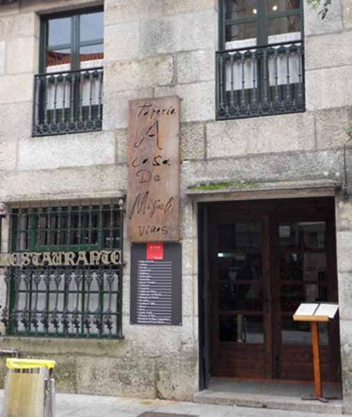 Descubriendo la cocina tradicional del restaurante tapería cafetería A Casa de Miguel en Cambados, Pontevedra.