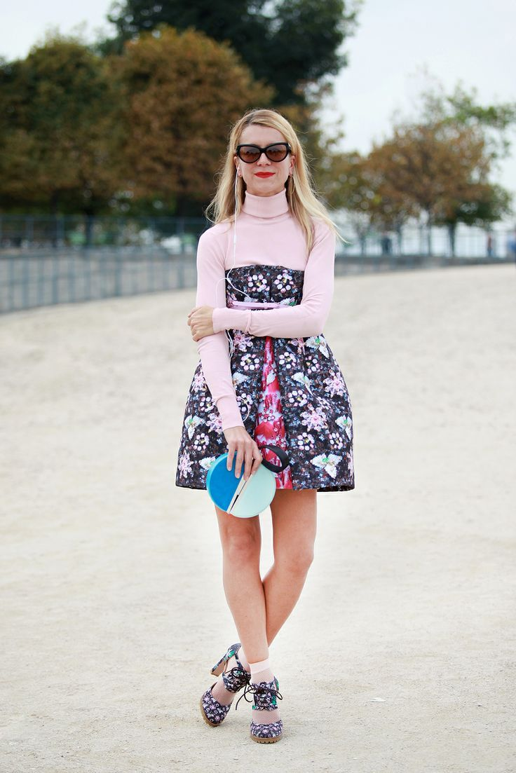 c48371208106 How to Wear Socks and Sandals the Chic Way | preppy | Street style ...