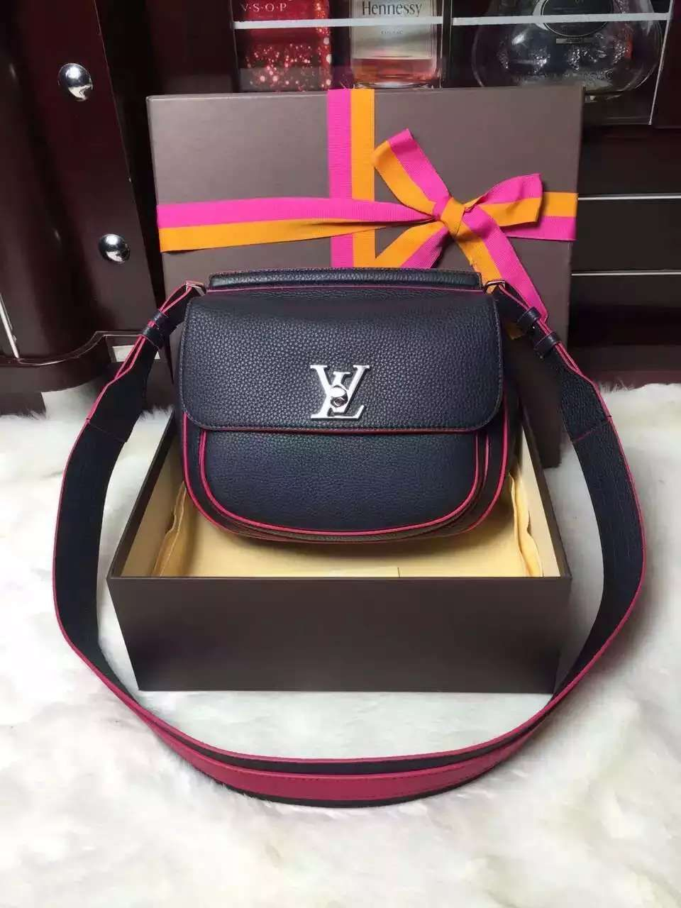 louis vuitton Bag, ID : 36953(FORSALE:a@yybags.com), louis purse, sale louis vuitton bags, louis vuitton bags for women, www louisvuitton com bags outlet, house of louis vuitton, louis vuitton sports backpacks, louis vuitton italian handbags, louis vinton, lui veton, louis vuitton wallet app, best louis vuitton handbag, louis vuitton tignanello handbags #louisvuittonBag #louisvuitton #louis #vuitton #fabric #purses