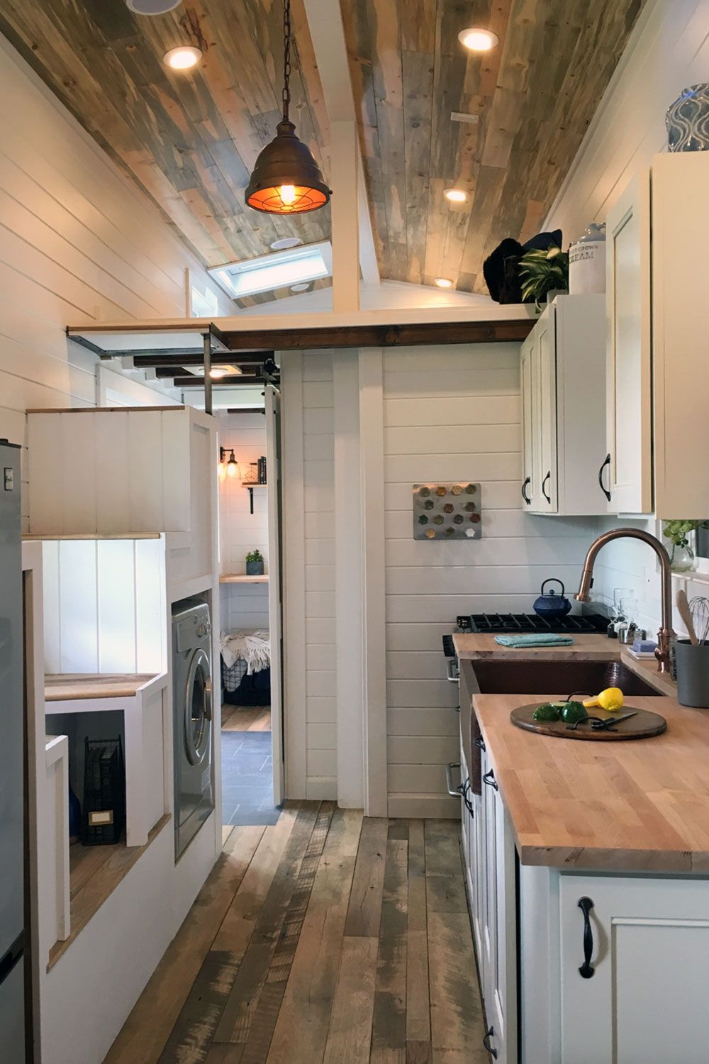 Modern tiny home boasts a big kitchen for foodies treehugger - Kitchen With A Large Countertop And Beautiful Hardwood Floors