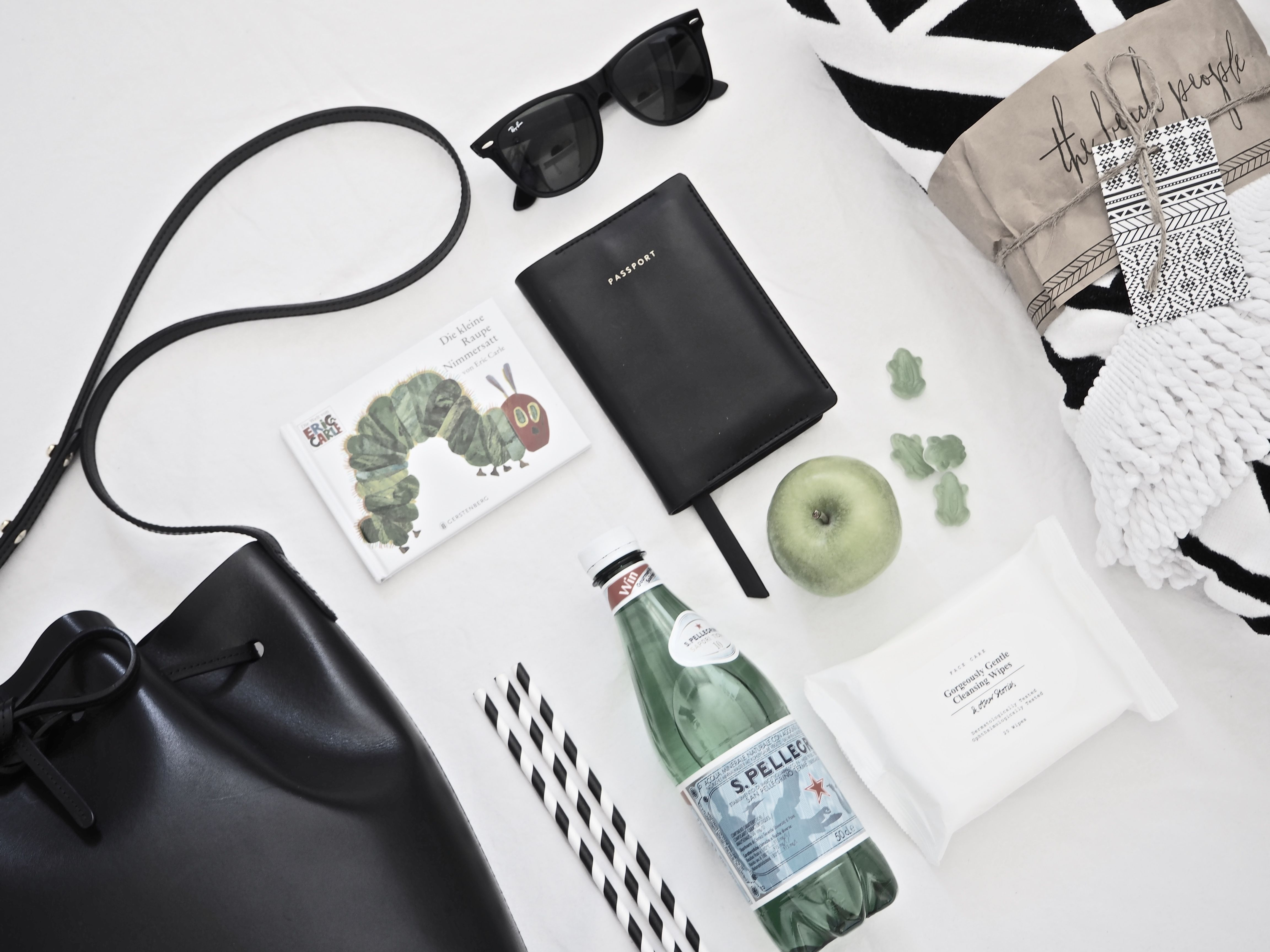 TRAVELING WITH TODDLERS // Lifestyle post by Mirjam from www.miiju.ch Mansur Gavriel Bucket Bag | The Beach People roundie Aztec | RAY BAN Wayfarer sunnies