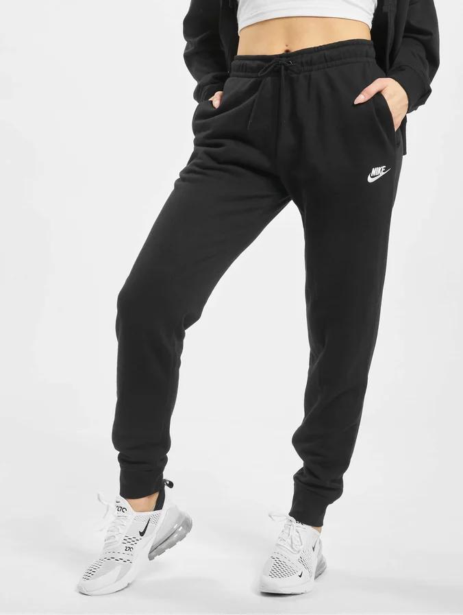 Pin Von Sab Auf Anything In 2020 Nike Jogginghose Damen Nike Jogginghose Jogginghose Damen