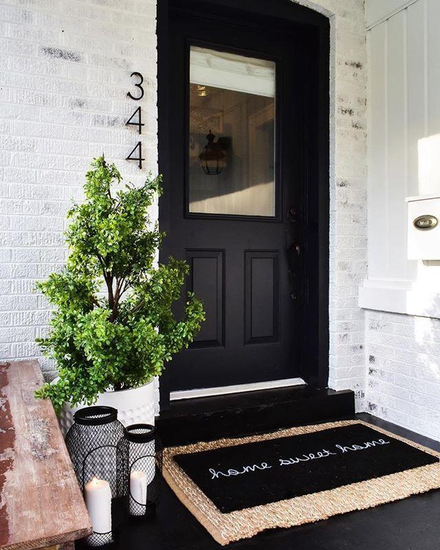 41+ Farmhouse Porch Decorating Ideas to Show Off This Season - HARP POST