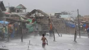 Previsões  e notícias: Typhoon truer Filippinene og kraft 950.000 mennesk...
