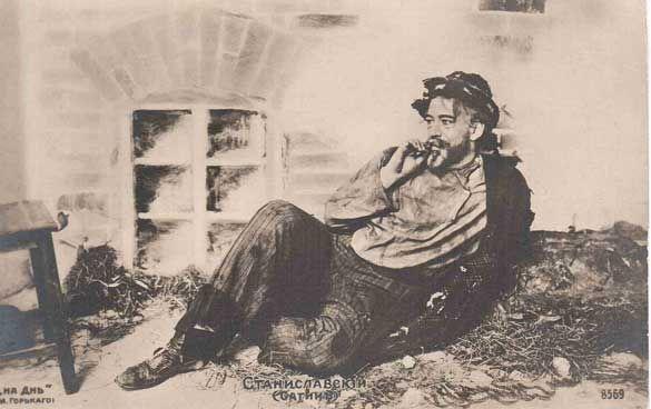 Konstantin Stanislavsky, actor, director escénico y pedagogo teatral, nació en Moscú el 5 de enero de 1863 y murió en la misma ciudad en 1938. Fue el creador del método interpretativo Stanislavski.