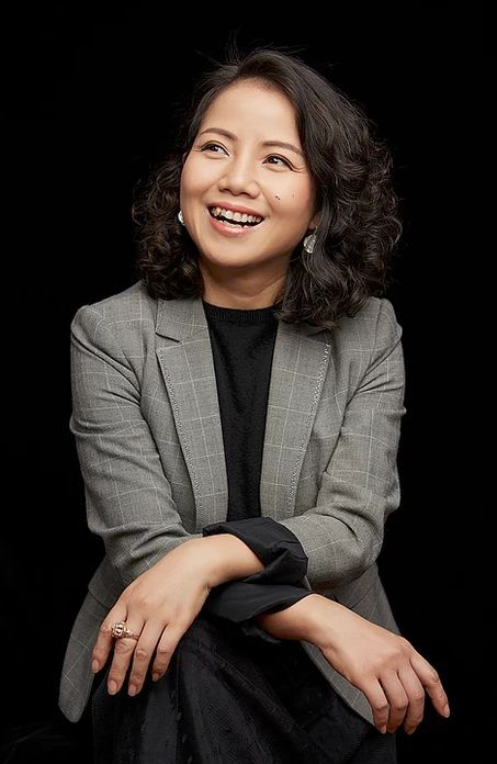 Pin By Kang Phạm On Foto Cv In 2020 Business Photoshoot Profile Photography Headshots Women