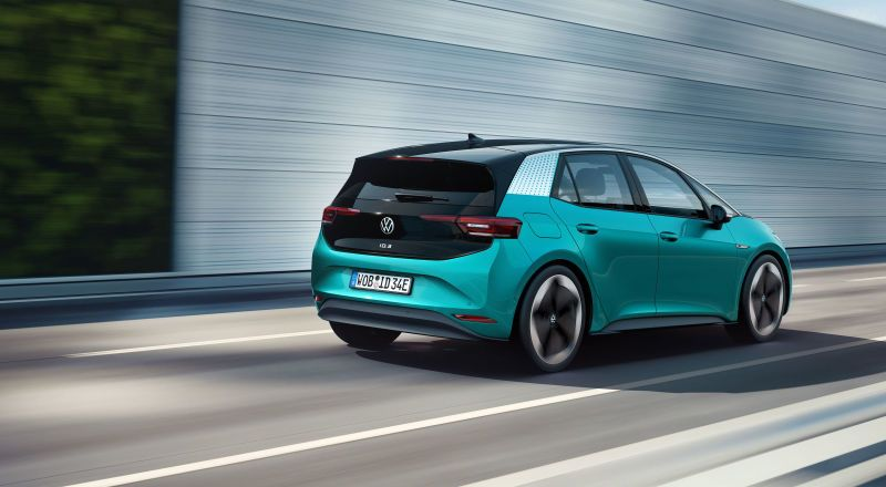 The 2020 Volkswagen Id 3 Aims To Be A 341 Mile Electric People S Car En 2020