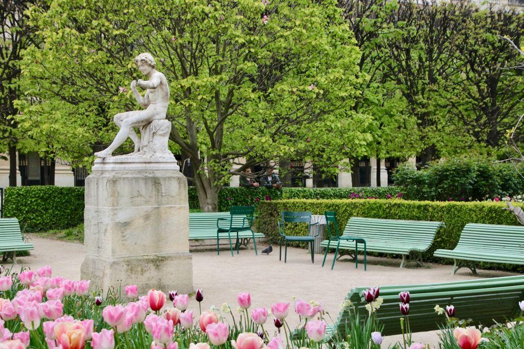 Carriage Green in Paris #paris #parisfrance #france #parisbenches