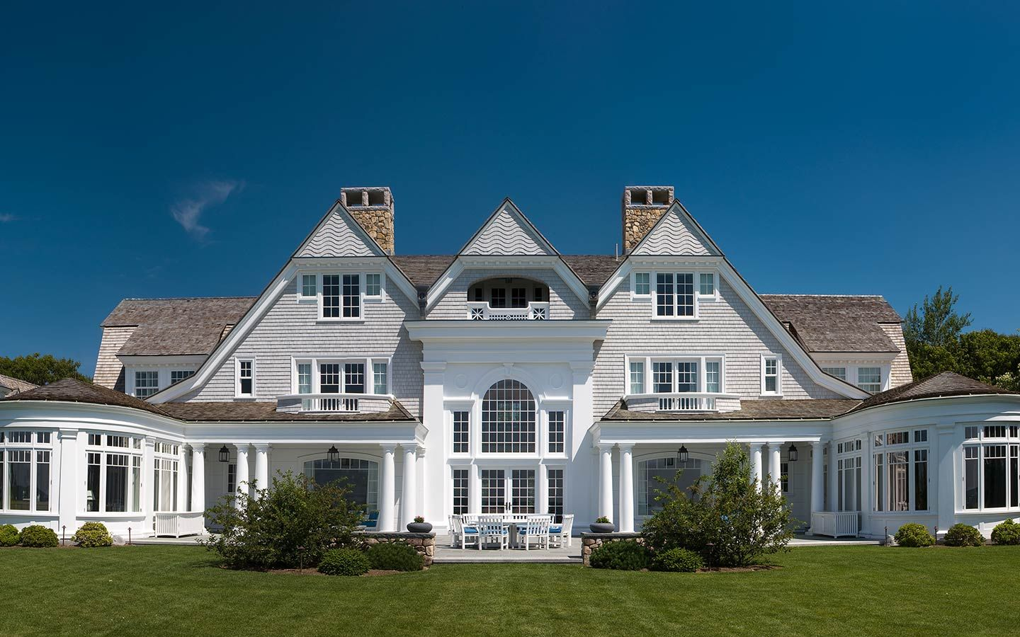 Best Catalano Architects Shingle Style Home With Palladian 640 x 480