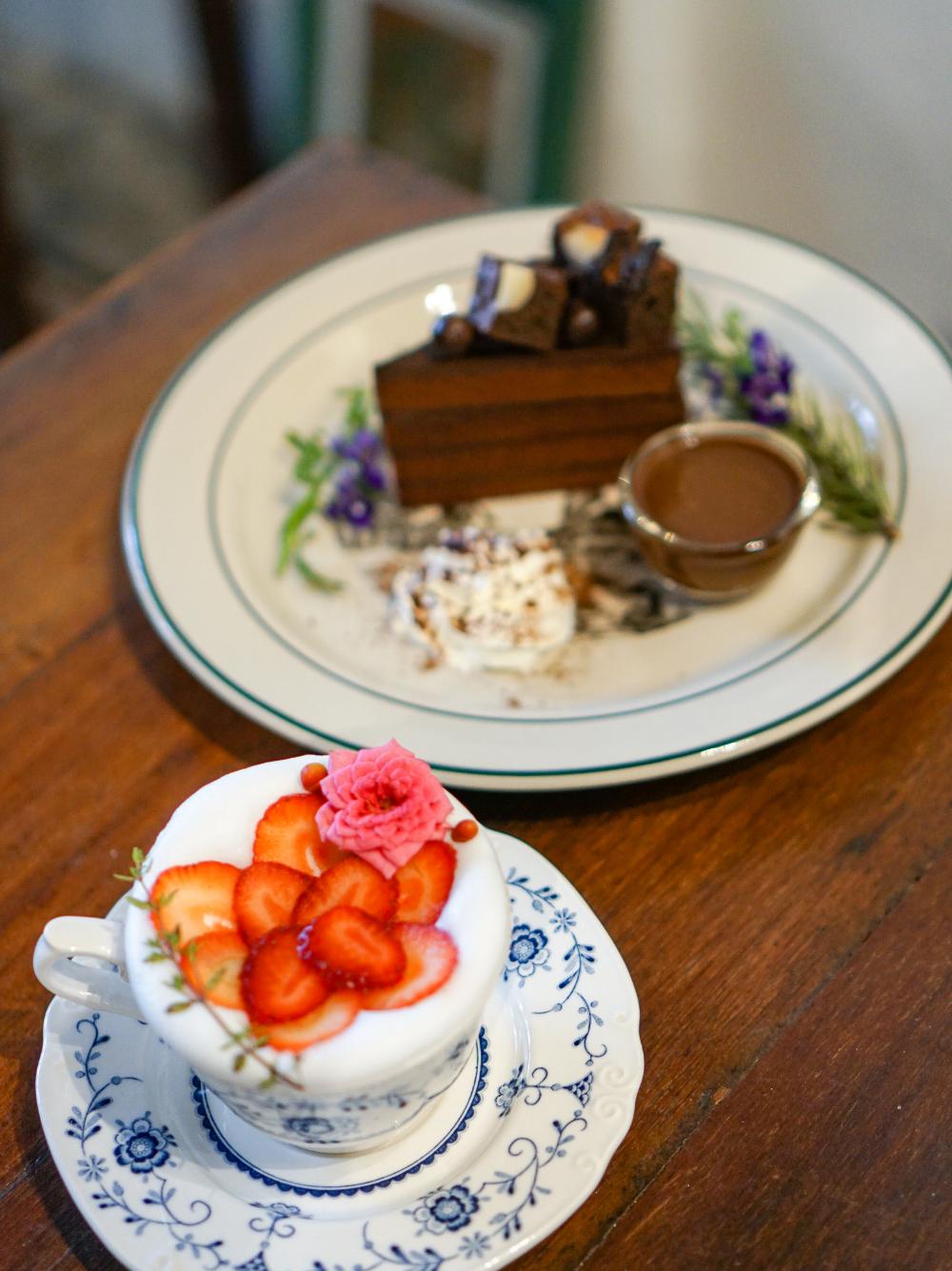 バンコクおしゃれカフェ 植物とヴィンテージ家具のbohoスタイルカフェ