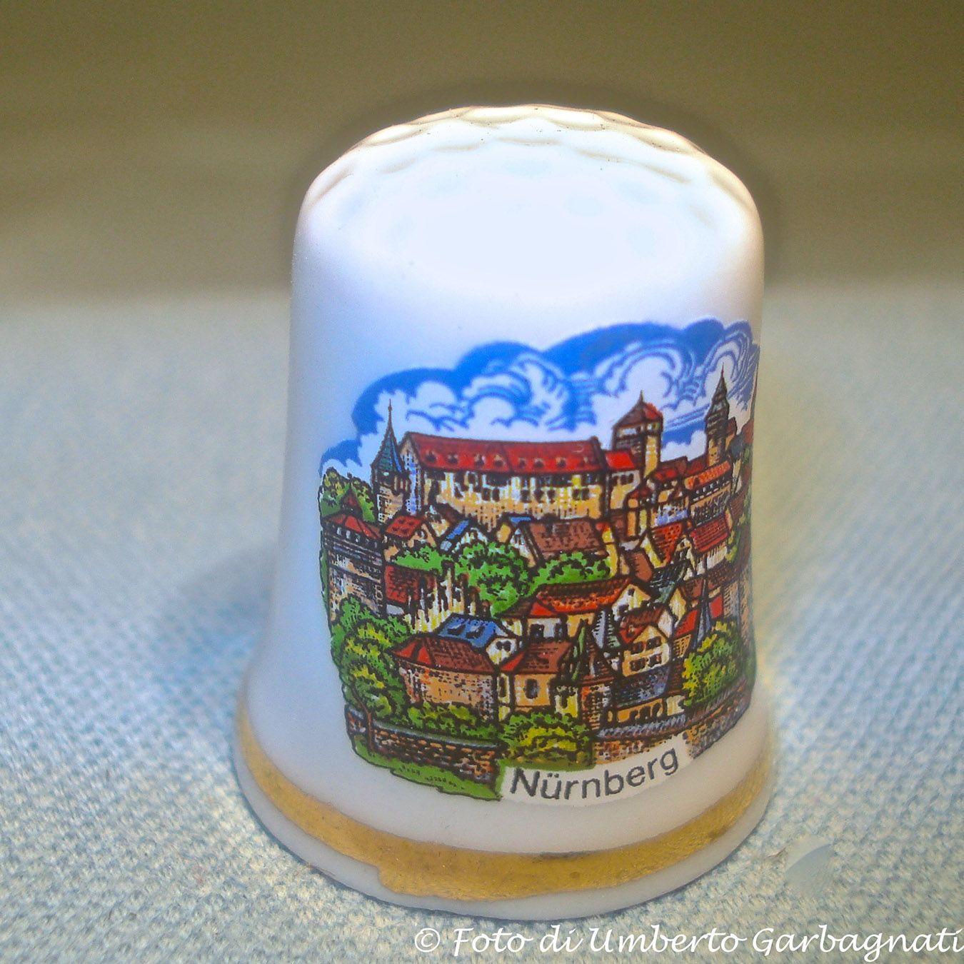 "...Ditale in porcellana ""Nürnberg"" (D) - © Umberto Garbagnati -."