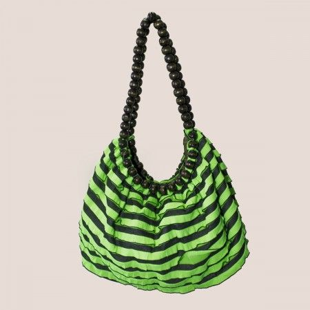 Avec ce #sac rayé noir et vert, aux anses originales, vous vous assurez un look #ethnique jungle !