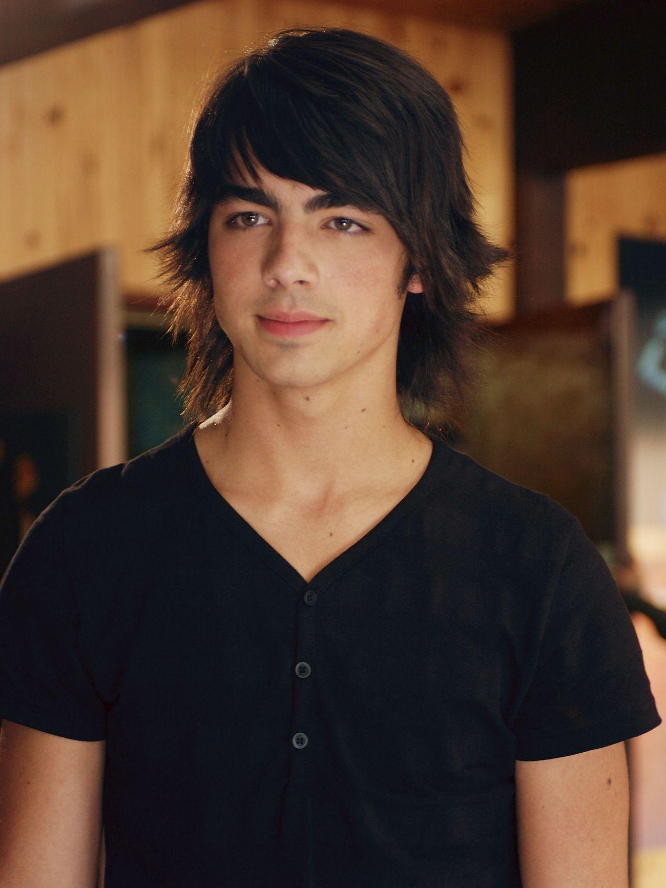 Joe Jonas Confirms He Lost His Virginity To Ashley Greene -2011