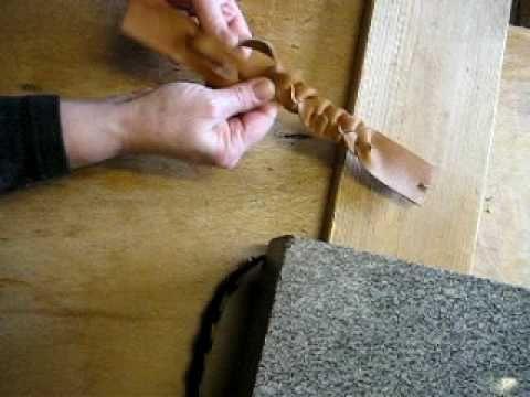Lederarmband flechten aus einem stück  Lederarmband aus einem Stück flechten | this is how we do it ...