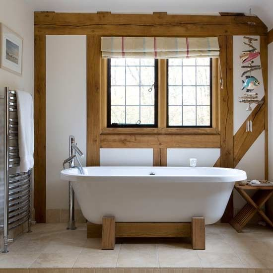 A Small Bath With Simple Design Country Bathroom Ideas - Peregrinos.co