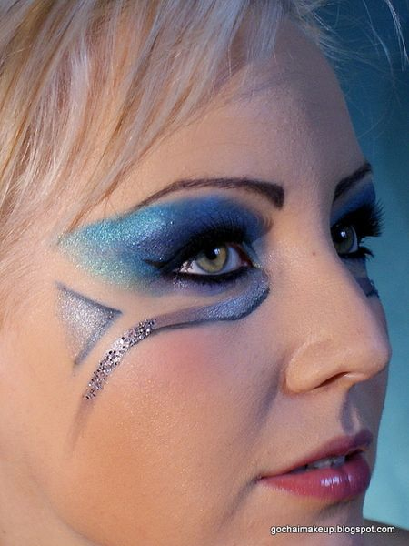 Blue Carnival Makeup http://www.makeupbee.com/look.php?look_id=71360