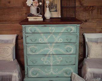 vendu commode antique shabby chic detresse haut garcon bleu aqua turquoise et creme a la main peinture craie meubles peints upcycled commode